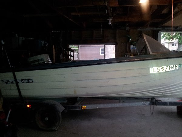 Garage kept boat trailer maywood il 1000 buyowner for Boat garages